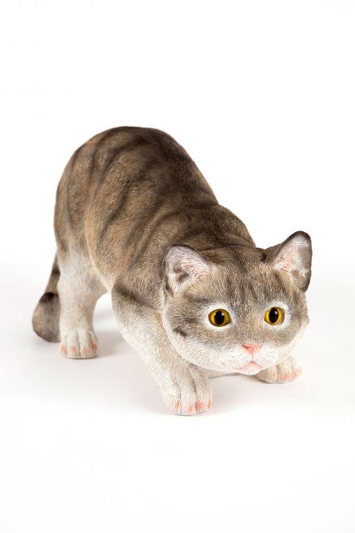 Mooie rondsluipende  Grijze kat tuinbeeld kopen